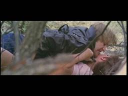 Главарь банды отвел девушку в кусты, чтобы трахнуть против ее воли.