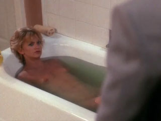 Голди Хоун голая в ванной