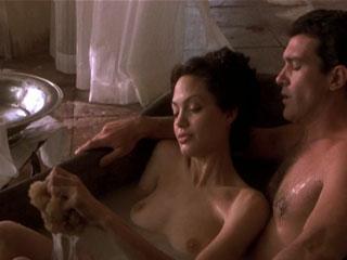 Анджелина Джоли сцены секса с обножением