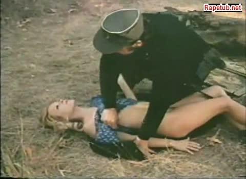 Женщина боится оказать сопротивление и солдат насилует ее.