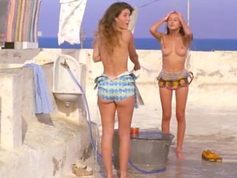 Три семнадцатилетние девушки сводят с ума мужиков на пляже