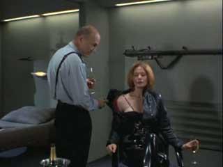 Полковник жестко овладел девушкой сзади против ее воли.