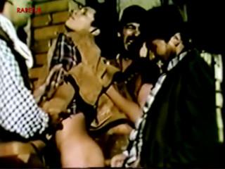 Три ковбоя наказывают обидчика, трахают его в жопу
