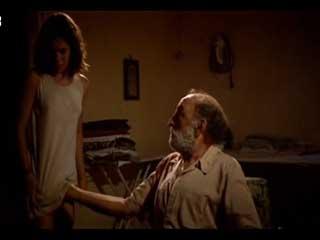 Старик предлагает потрогать прелести своей внучки за деньги.