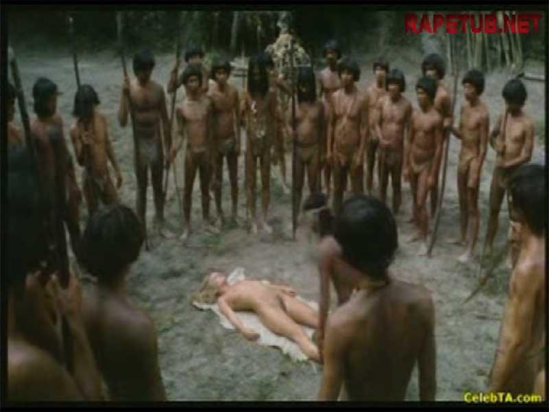 Племя дикарей по очереди сношаются с белой девушкой