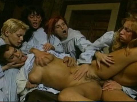 Развратные послушницы женского моностыря