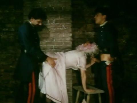 Тюремщики шантажируют женщину склоняя к сексу