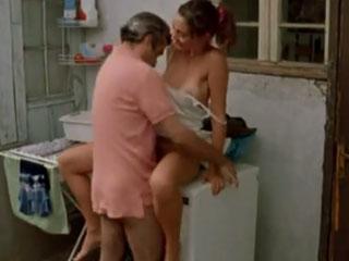 Секс на стиральной машинке