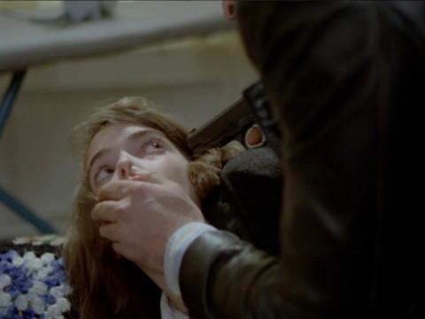Девушку насилует маньяк на улице. но придя домой ее ждет еще один сюрприз