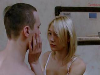 Раздраженный друг накинулся на свою подругу (Оксана Акиньшина)