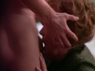 Женщина целует пенис сына