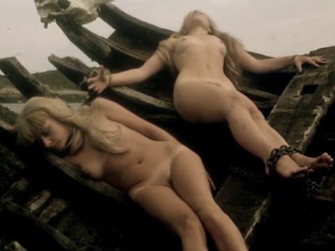 Пираты насилуют двух блондинок