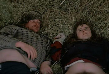 Погонщик оленей развращает 19-летнюю глупую деревенскую девку.