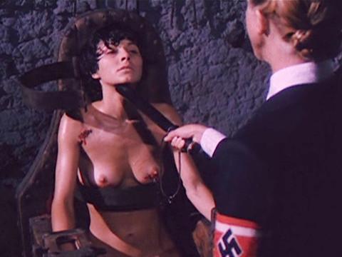 Бритье кисок в лагере СС