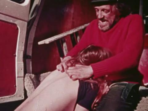 Водитель грузовика заставил девушку попутчицу расплатиться натурой
