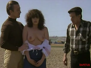 Мужчина разрешил колхознику трахнуть свою девушку
