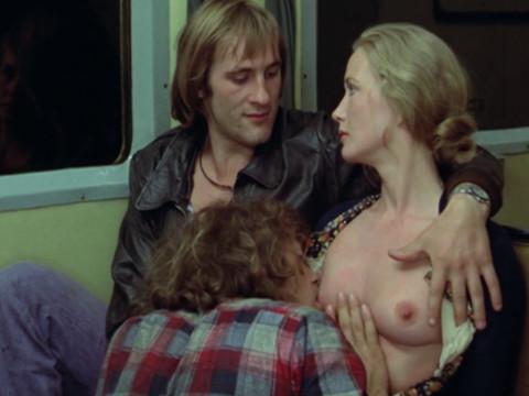 Молодя мать за деньги соглашается покормить грудью взрослого мужика