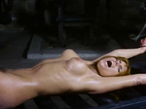 Пытки в подвалах графини вампиров