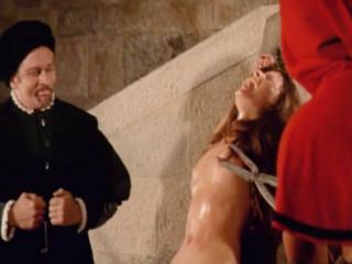Святая инквизиция пытает ведьм