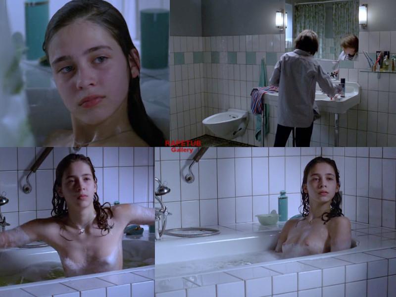 Girls naked scene